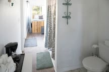 Upstairs Jack&Jill bath and Queen Bed with Pocket Doors