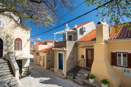 Small house in Baška