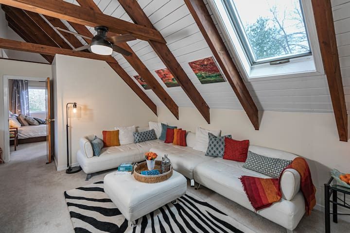 Handsome stylish apartment for a Princeton escape!