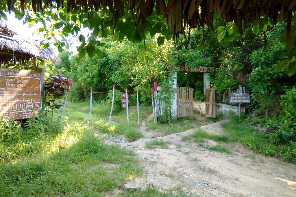 Entrada de la Reserva Biológica Cerro Seco.