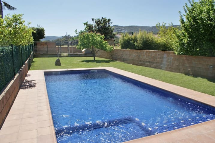 Beautiful house overlooking Gavarres private pool ideal small children - Calonge - Hus