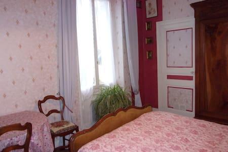 une chambre très agréable - Thuré - House