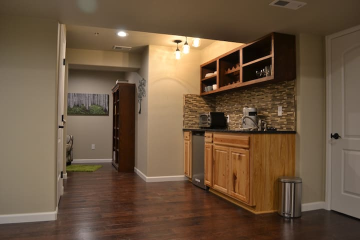 Cozy Basement Apartment - Fort Collins - Dům