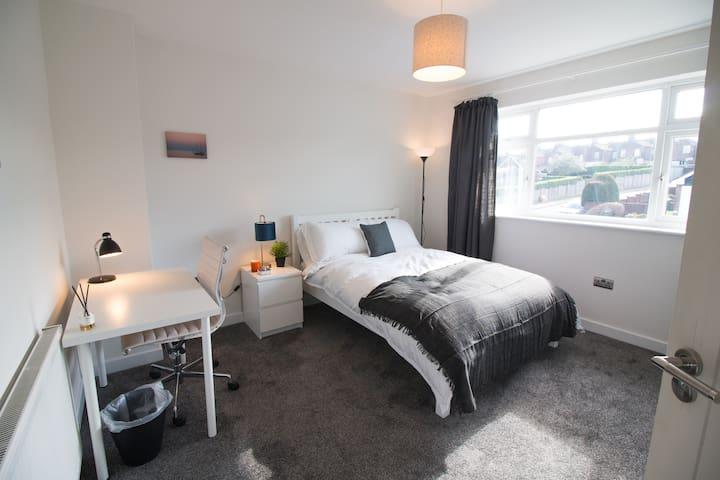 Large Deluxe Refurbished Double Bedroom