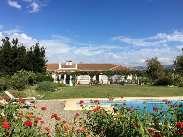 Andalucian Finca, Sleeps 8, Large Pool, Wifi - Alhaurín el Grande - Villa