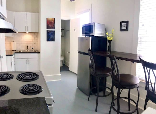 * Bright new reno; 1 block from downtown black mtn