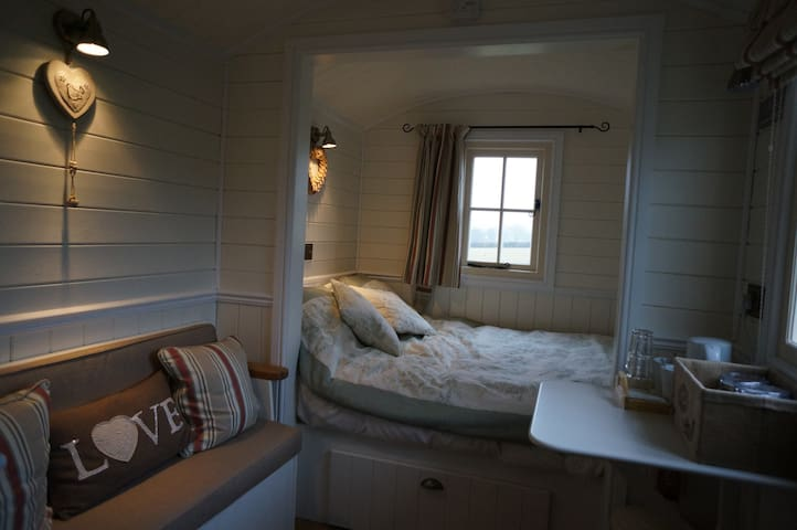 The Bolt Hole - Shepherds Hut - Odcombe - Baraka