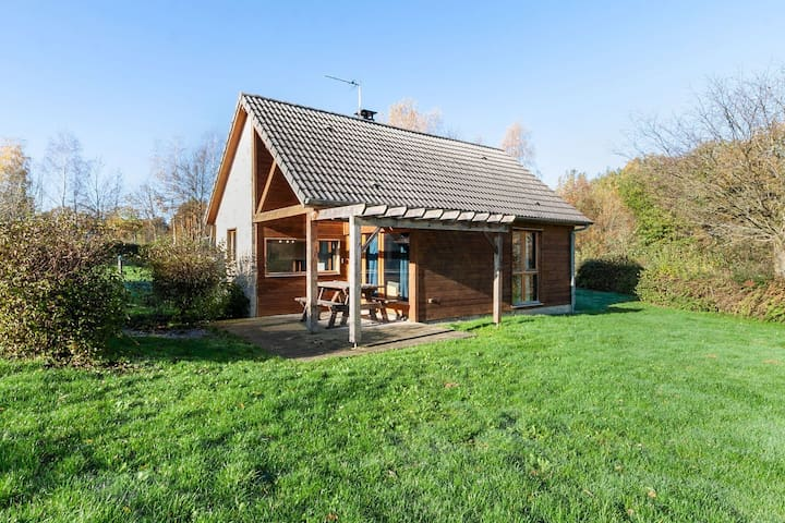 Snug Holiday Home in Signy Le Petit in the middle of nature