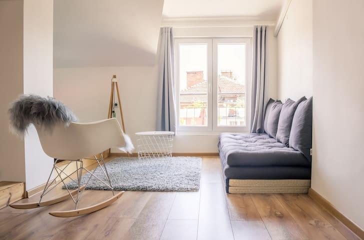 Stylish loft studio with balcony & 2 free bikes
