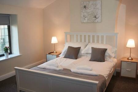 GORGEOUS COUNTRY HOUSE SLEEPS 8*** - Ramsbottom - Daire