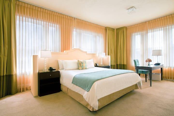 Hotel deLuxe, Studio Suite King