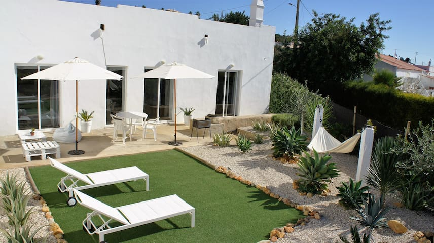 ALBUFEIRA DESIGNER SPACE WITH AN AMAZING GARDEN - Albufeira - Maison