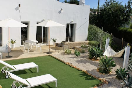 ALBUFEIRA DESIGNER SPACE WITH AN AMAZING GARDEN - อัลบูเฟรา - บ้าน