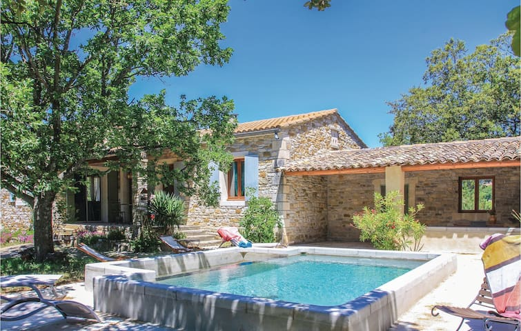 Holiday cottage with 3 bedrooms on 101 m² in La Roche St Secret