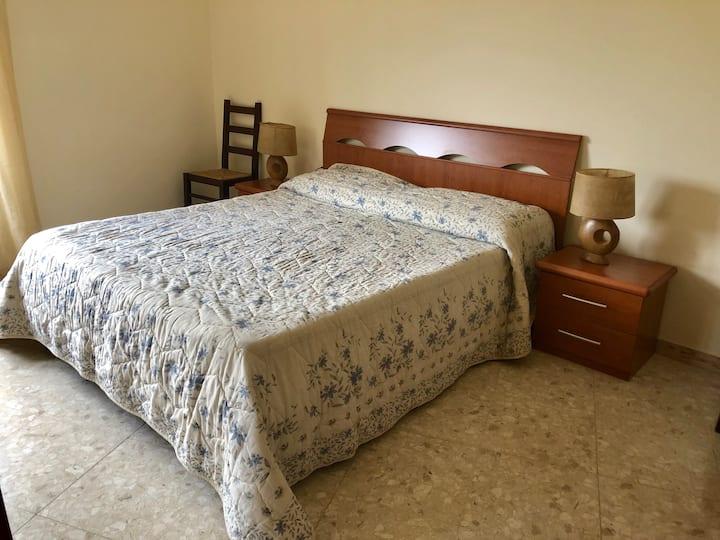 Luminoso appartamento con 2 camere da letto, Fondi