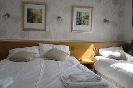"""Private Family Ensuite Room """"Wonderful location"""" - Bournemouth - Other"""