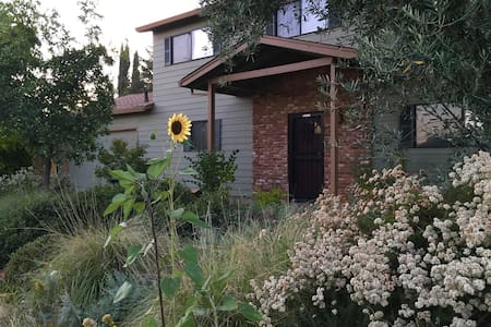 Great Location & Pleasant Stay (TWO bedrooms) - Fair Oaks - House
