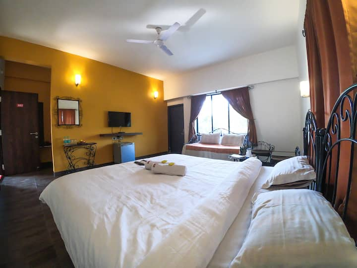 Luxurious stay for a couple in Lonavala