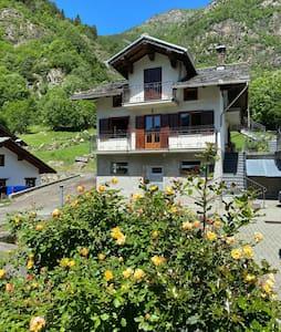Issime - Valle di Gressoney - Casa indipendente