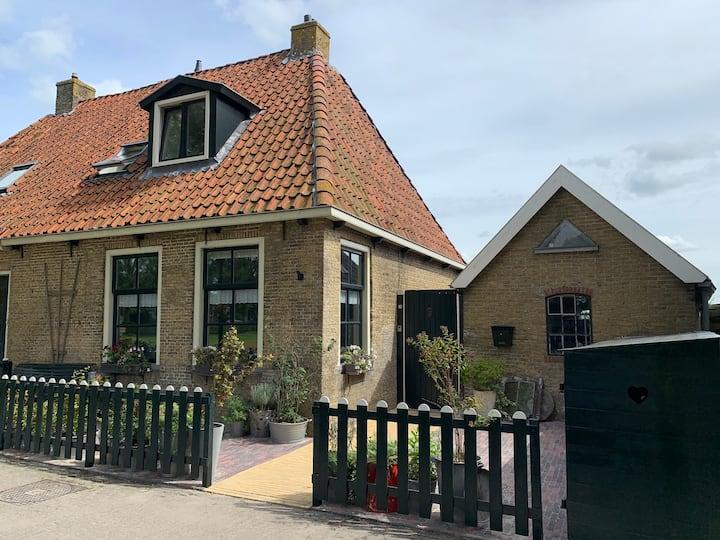Mooi vakantiehuis (6p) met bedstee in Fries dorpje