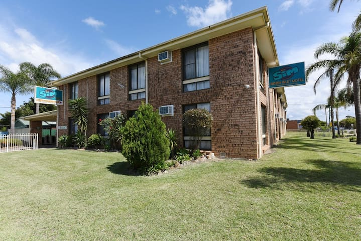 The Sim, Sussex Inlet Motel - 03