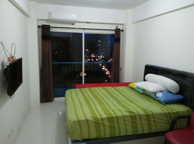 Cozy Apartment with Golf View! - Surabaya - Wohnung