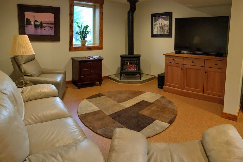 This is the north side of the den, set up for hanging out, reading by the fireplace or watching movies. Two super comfy leather recliners and a loveseat!