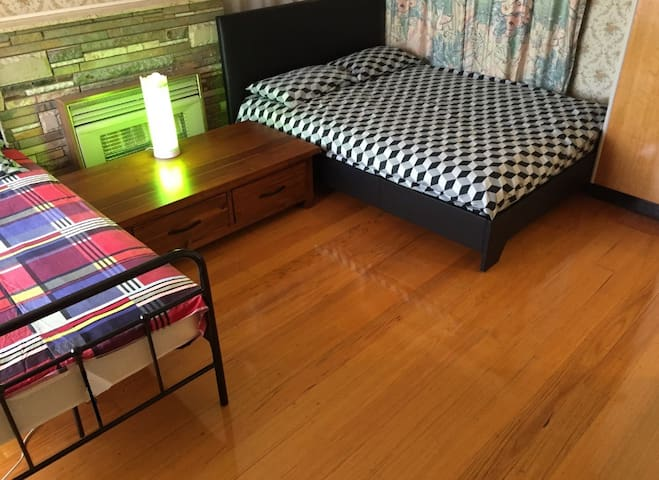 RoomB05 - In a Comfortable House - Doncaster Melbourne - Ev