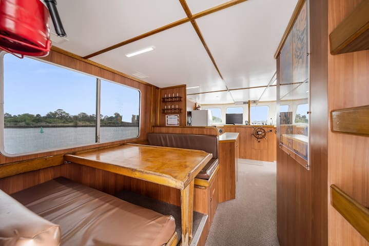 The Colleen - Unique Gold Coast accommodation on the water