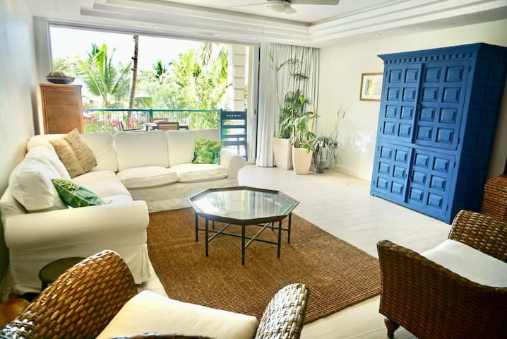 The Yacht Club - Extra Large 2 Bedroom Condo