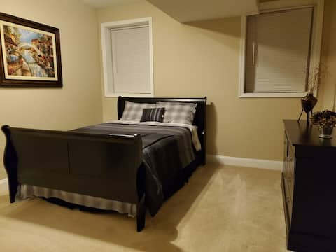 Private Bedroom & Bathroom with Queen Bed near IAD