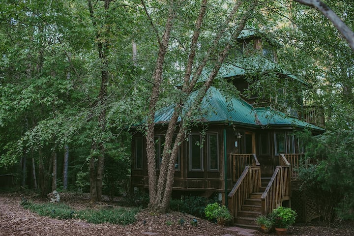 TreeHouse Retreat - A Sanctuary for the Soul