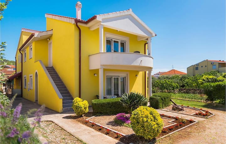 Amazing home in Tribunj with WiFi and 4 Bedrooms