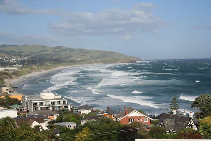 House with Stunning Views, Walk to Beach