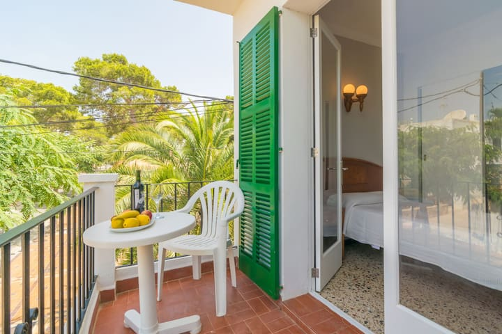 HOSTAL TALAMANCA HAB. INDIVIDUAL - Hotel room for 1 people in Cala D'Or.
