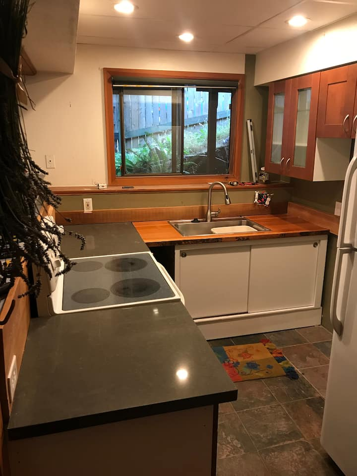 Monthly stays at Redwood Apartment