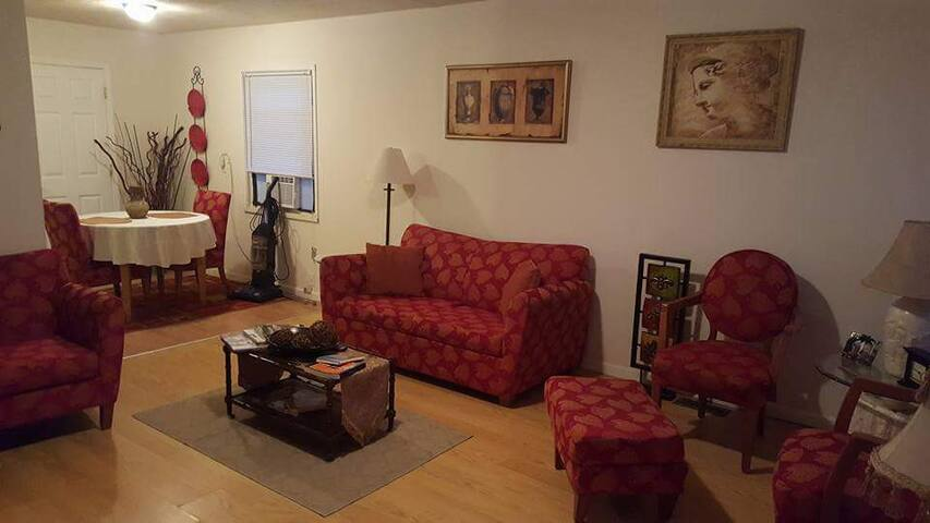 Comfortable accommodations in near westside home - Indianapolis - Huis