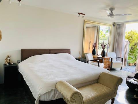 Modern Bedroom with En-Suite, Lap Pool & Kitchen