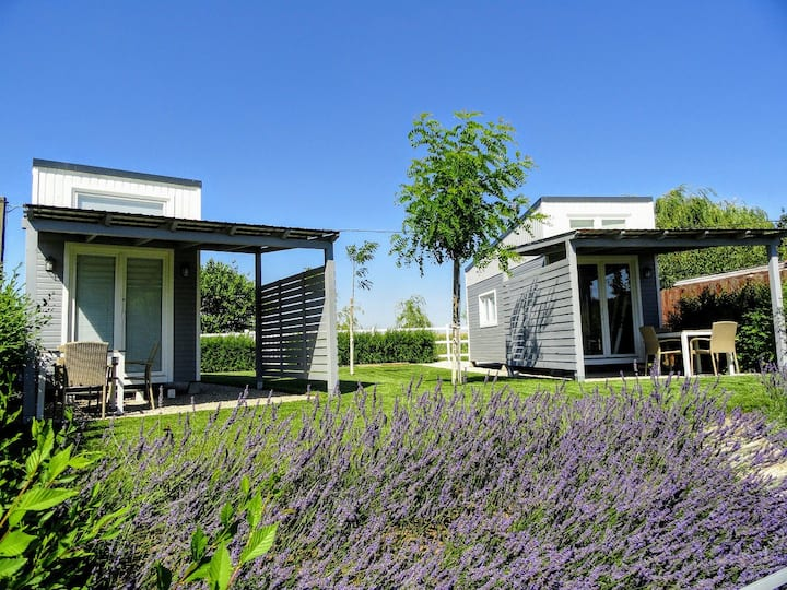 Tiny Glamping - lakeside tiny houses near Budapest