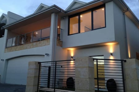 Beautiful Scarborough Beach Holiday House - Scarborough