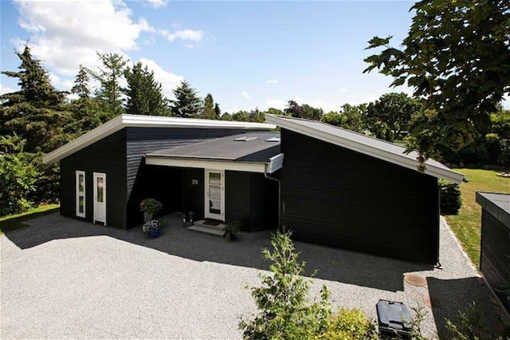 Charmerende stort sommerhus udlejes - Ølsted - Haus