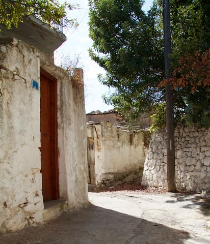 Old country house at Tsivaras (Chania, Crete)