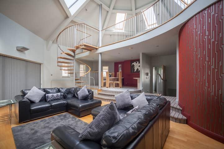 Stunning 3 Bedroom Penthouse Apartment, Sleeps 8