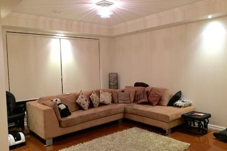2 Br in a spacious modern house - Caroline Springs