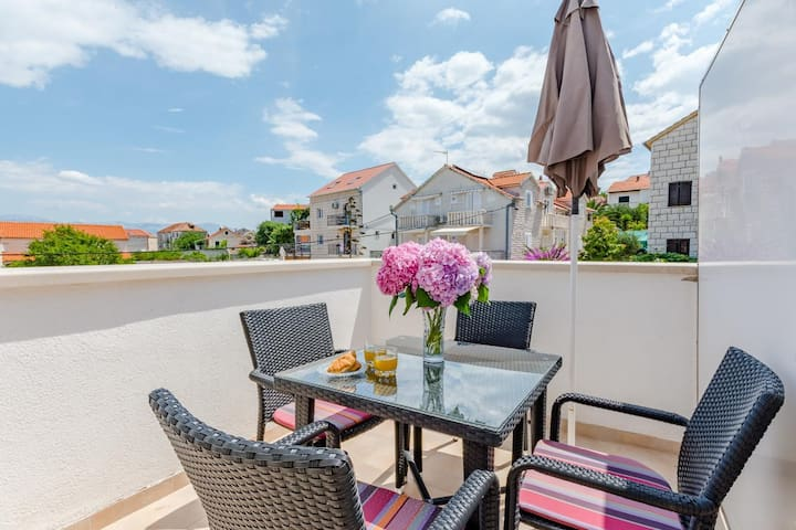One bedroom apartment with terrace Sutivan (Brač) (A-2842-a)