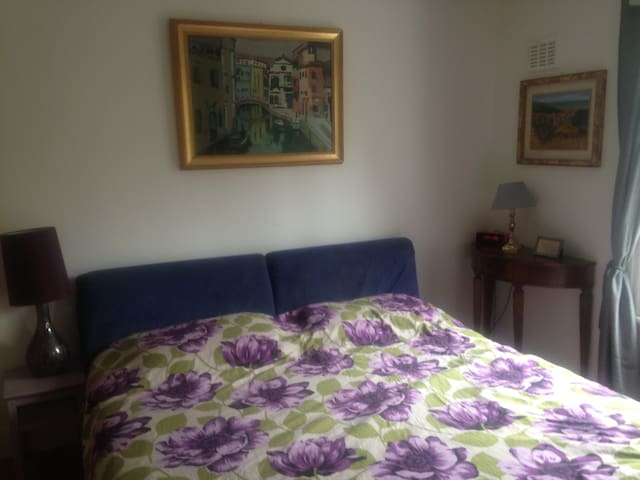 PRIVATE DOUBLE ROOM NEAR QUEENS PARK