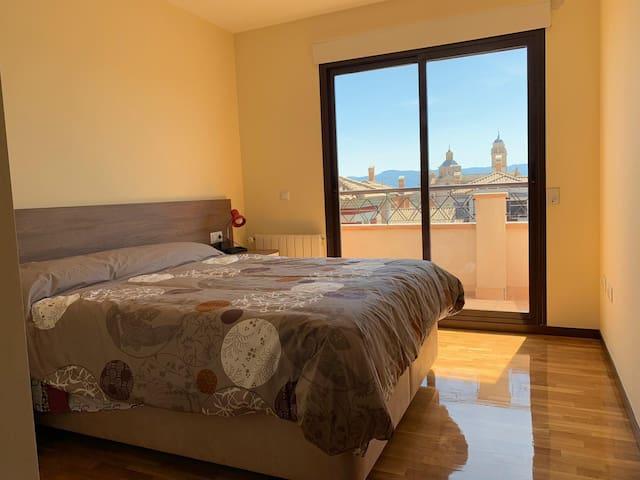Dormitorio cama doble. Primera planta.