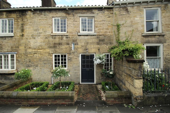 Grade ll, all ensuite three double bedroom cottage