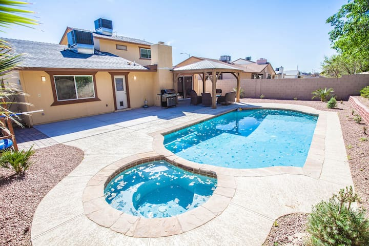 Delightful home with wonderful pool and Jacuzzi