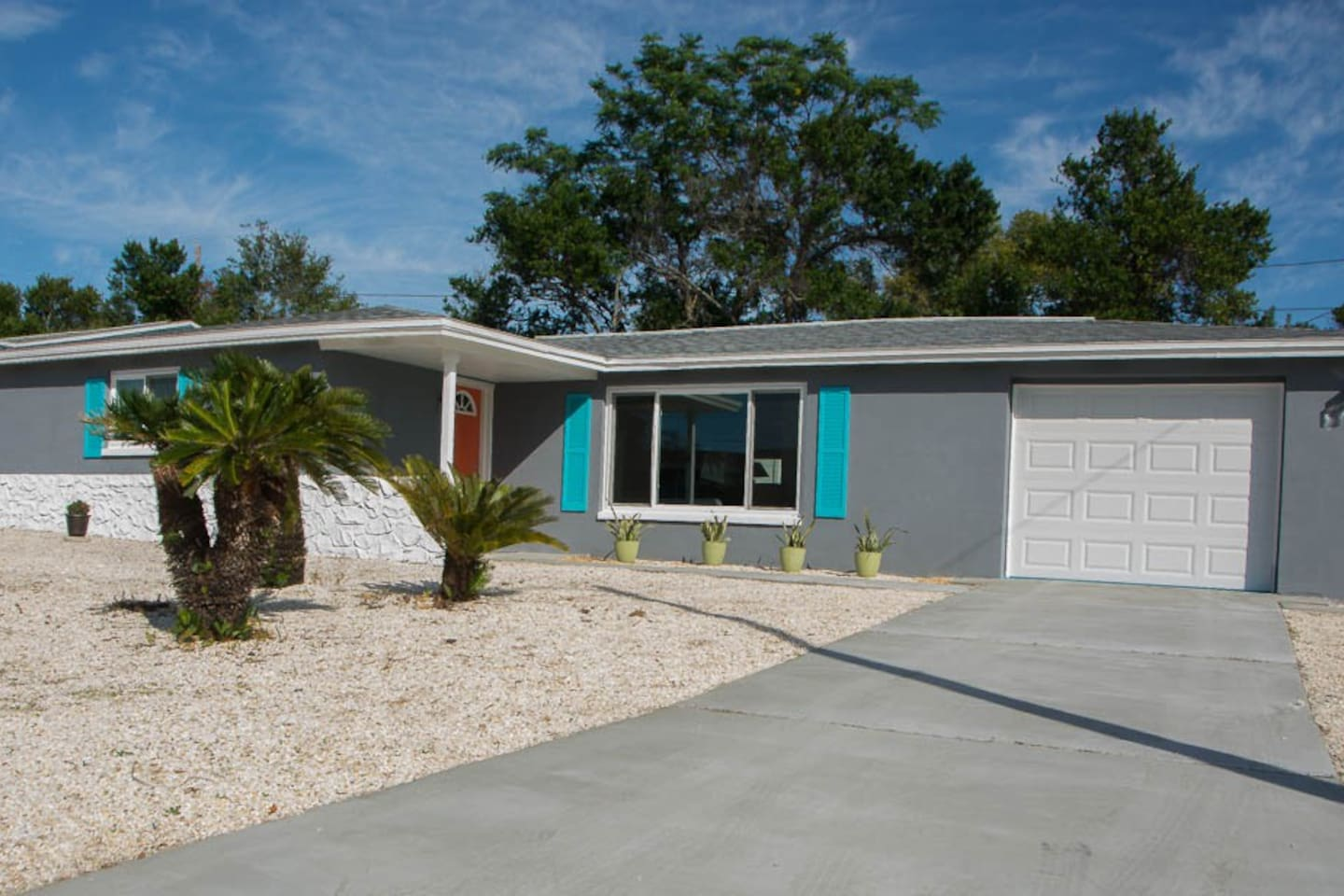 01_Dragged Kicking & Screaming Into The 21st Century, Enjoy This Fully Renovated & Updated Mid-Century Modern Classic.